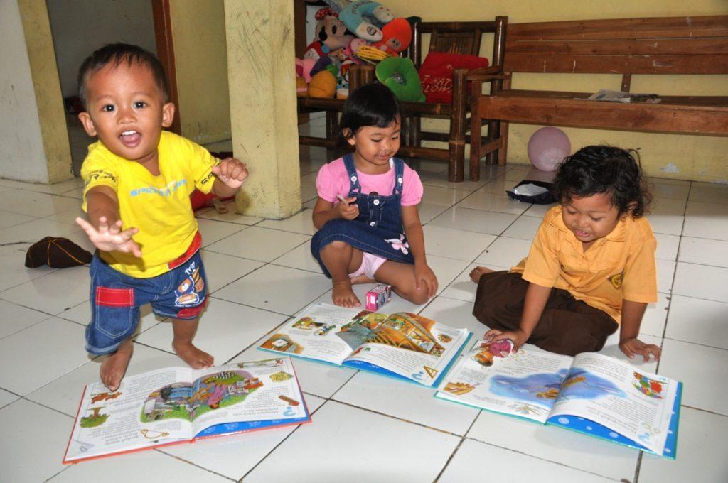 Ingin Anak Cepat Membaca, Bermainlah Huruf Sedini Mungkin 1