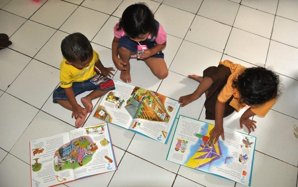 Ingin Anak Cepat Membaca, Bermainlah Huruf Sedini Mungkin 2
