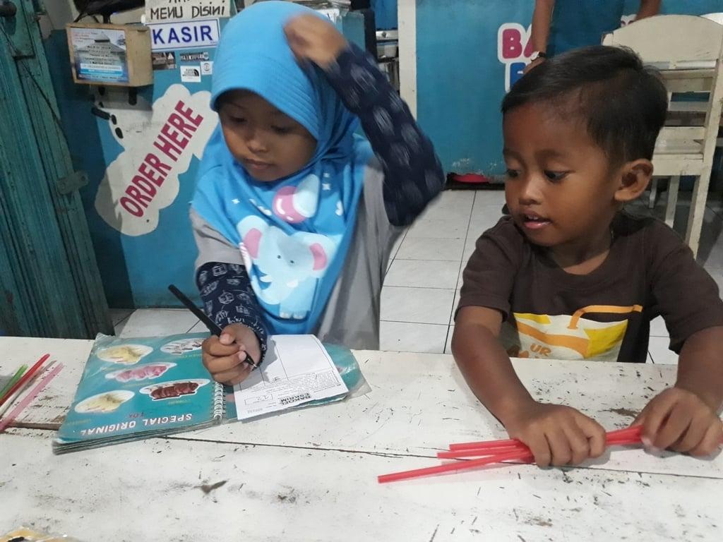 Belajar Baca-Tulis; Beli Jajan, Silakan Tulis Sendiri 2