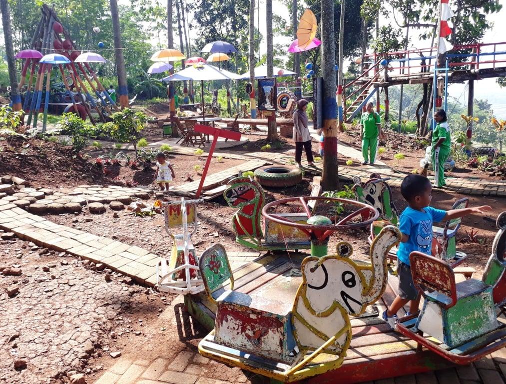 Bermain dan Berkebun di Taman Pelangi Mardi Utomo Semarang 1