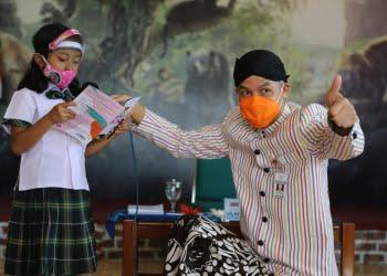 Brigitta Kayla Clarissa Alethea bersama Ganjar Pranowo. Foto: Pemprov Jateng