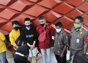 Sejumlah remaja terjaring operasi gabungan penegakan protokol kesehatan pencegahan Covid 19. Foto: Istimewa.